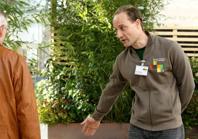 """Gärtnermeister Arne Wolfes bei unserem Messeauftritt der """"Gartenträume 2014""""."""