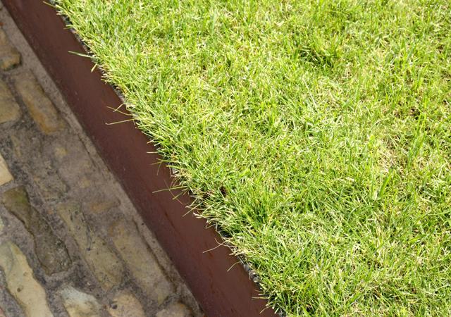 Die Rasenfläche wird durch keine Mauerkonstruktion geschmälert.