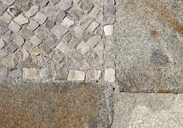 Historische Baumaterialien für den Garten.