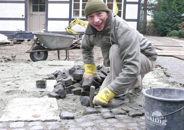 Historische Basalt-Pfastersteine für den Hof.